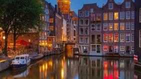 Amsterdam'ın kanalları Venedik'i andırır