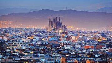 Sagrada Familia Kilisesi Barcelona'nın simgesi