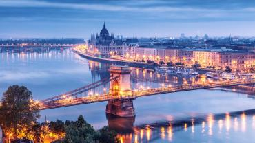 Eski Buda ve Peşte şehirlerini birbirlerine bağlayan köprüler
