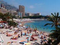 Monte Carlo'da denize girenler
